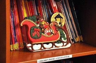 books with christmas decoration, lektor polski, angielski native English speaker
